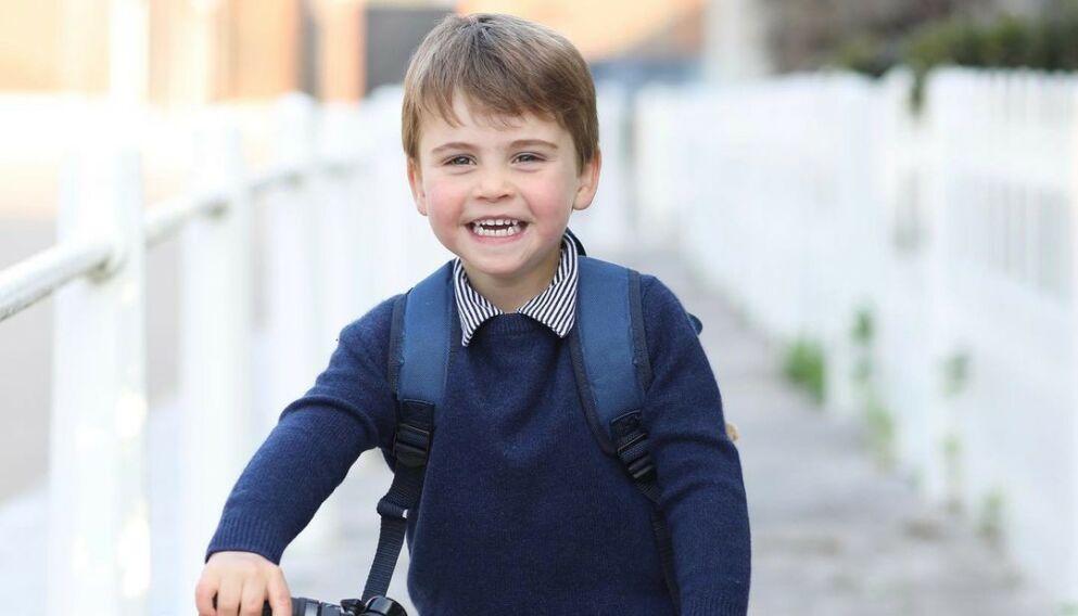 TRE ÅR: Prins Louis fyller fredag tre år. Her på vei til første dag i barnehagen. Foto: Hertuginne Kate