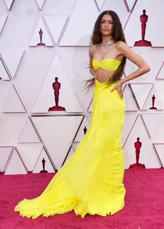 Gele jurk: de acteur droeg een Valentino-jurk - en diamanten van Bvlgari.  Foto: Chris Bisillo / AP / NTB