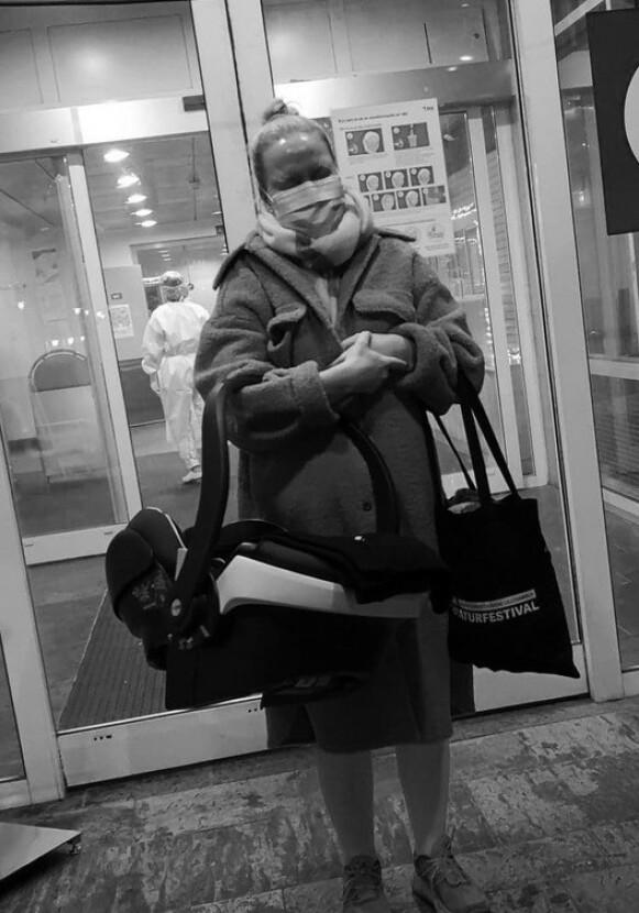 FØDTE ALENE: Fordi Miriam hadde testet positiv for corona, måtte Nicolai være i karantene og fikk ikke bli med inn på sykehuset den dagen fødselen skulle settes i gang. Foto: Privat