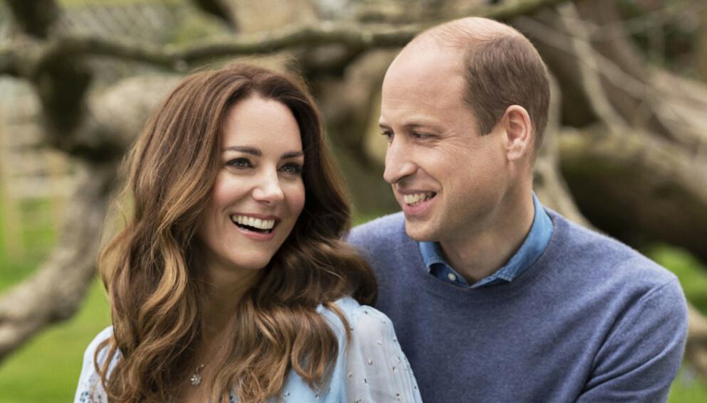 TI ÅR: Hertuginne Kate og prins William feirer ti års bryllupsdag i dag. Det ferirer de med å dele nye bilder. Foto: Chris Floyd / Camera Press / PA via AP / NTB