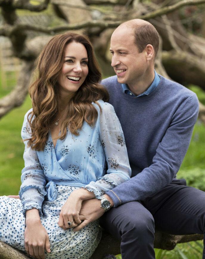 LYKKELIGE: Paret se svært lykkelige ut forelsket ut på det nye bildene. Foto: Chris Floyd/Camera Press/PA via AP/NTB