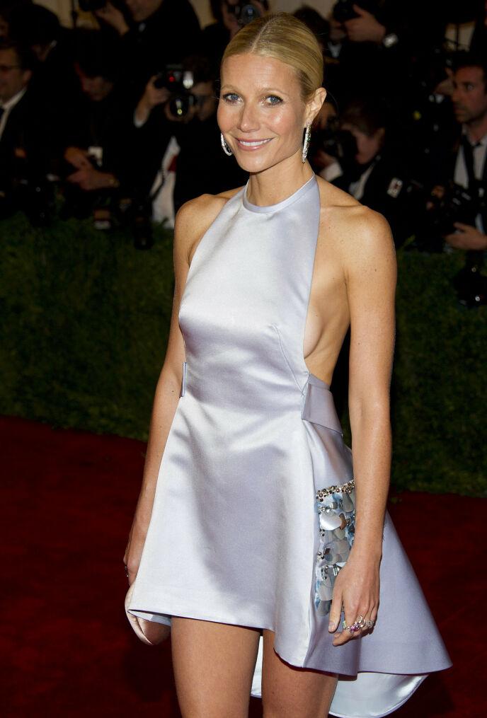 KORT: Til tross for den korte kjolen, klarte Gwyneth Paltrow å skjule sine private deler. Foto: Charles Sykes / AP Photo / NTB