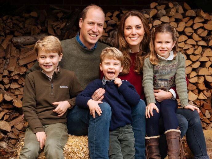 STOR FAMILIE: William og Kate har de siste åra blitt foreldre tre ganger. Her sammen med barna George, Louis og Charlotte. Foto: Kensington Palace/ Matt Porteous/ Reuters/ NTB