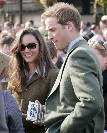 UNGDOMSKJÆRESTER: Kate og William under The Cheltenham Festival i mars 2007 - samme år som de skal ha hatt en pause. Foto: REX / NTB