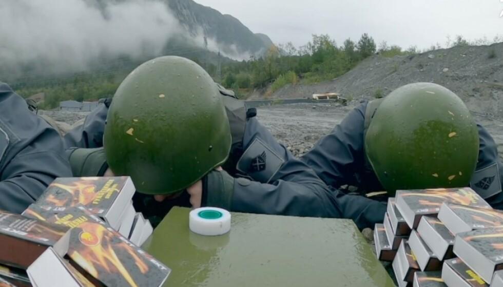 MÅTTE SPRENGE: Deltakerne dro rett på sprengøvelse etter å ha holdt seg våkne svært lenge. Foto: TV 2