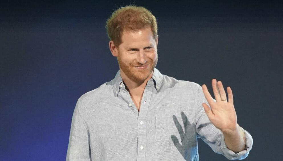 TILBAKE PÅ JOBB: Prins Harry deltok søndag på en vaksinegalla som skal sendes på tv lørdag 8. mai. Foto: Jordan Strauss/Invision/AP/NTB