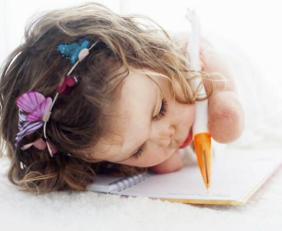 BESLUTTSOM: Harmonie ville skrive og tegne som alle andre. Og hun fikk det til – på sitt eget vis. Foto: Matt Barbour