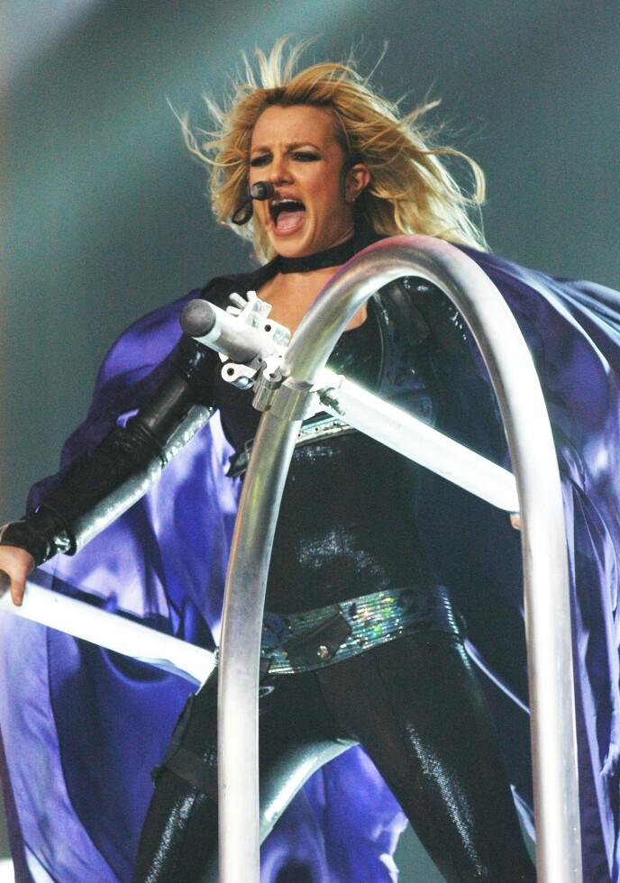 SUKSESSRIK: Britney Spears har opplevd både voldsomme oppturer og nedturer i livet. Dette bildet er hentet fra en konsert hun gjorde i Columbia, Sør-Carolina, i 2004. Foto: MediaPunch / Shutterstock/ NTB