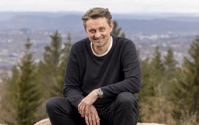 TVUNGET: Numme forteller at dattera tvang ham til å takke ja. Foto: Morten Bendiksen
