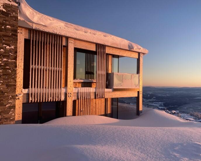 FØRSTE HYTTE: I fjor gikk Linda Johansen til innkjøp av sin aller første hytte på Norefjell. Foto: Privat
