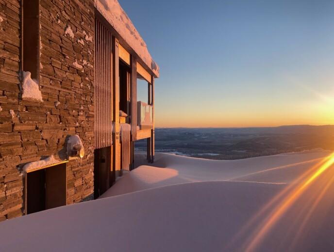 PANORAMAUTSIKT: Hytta befinner seg på toppen av skibakken. Foto: Privat