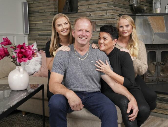 SMILER IGJEN: Døtrene Andrine og Malene og kona Åse Line er veldig glade i Terje. Selv er han sjeleglad for støtten fra de tre jentene. Her avbildet i 2019. Foto: Espen Solli/ Se og Hør