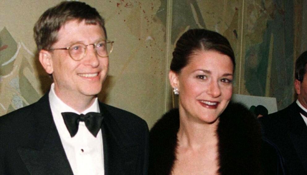 SKILLES: Bill og Melinda Gates skilles etter 27 år som ektepar. Nå har det blusset opp flere overraskende detaljer fra livet deres sammen. Her avbildet i 1998. Foto: Jeff Christensen / Reuters / NTB