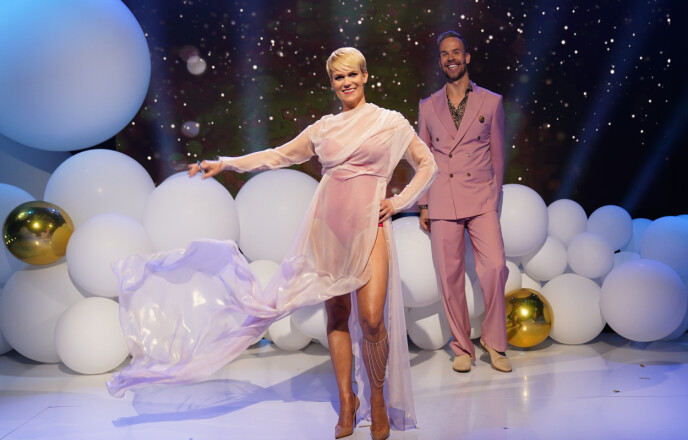 LEDER SHOWET: Sigrid Bonde Tusvik og Morten Hegseth leder showet. Foto: Espen Solli / TV 2