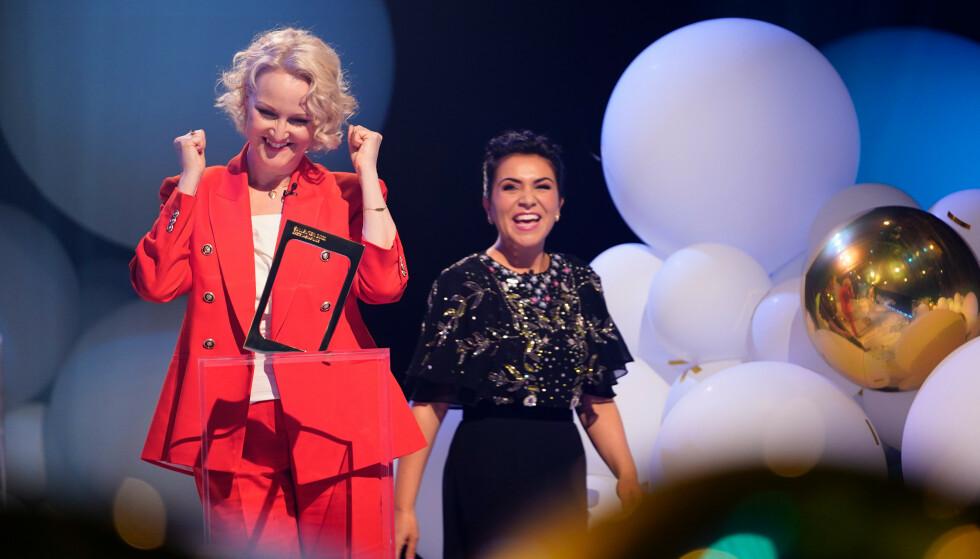 VANT: Rima Iraki og prosjektleder Vivi Stenberg mottok pris for programmet «Festen etter fasten». Foto: Espen Solli / TV 2