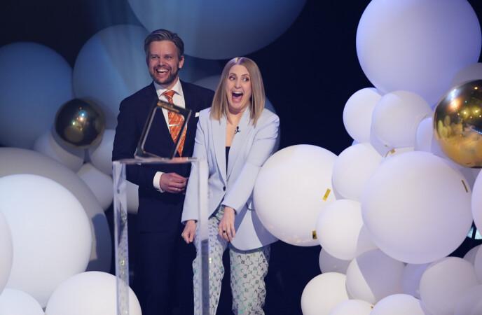 STOLT: Silje Nordnes tok i mot prisen da «Maskorama» ble kåret til årets beste underholdningsprogram. Foto. Espen Solli / TV 2