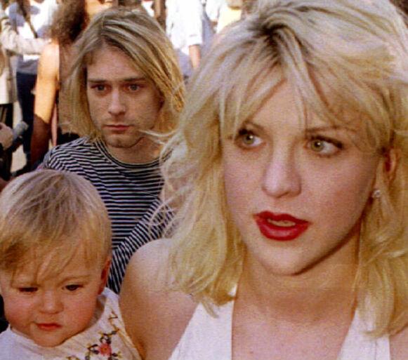 FIKK EN DATTER: Kurt Cobain med sin daværende kone Courtney Love og deres datter Frances Bean Cobain i september 1992. Foto: Fred Prouser/ Reuters/ NTB