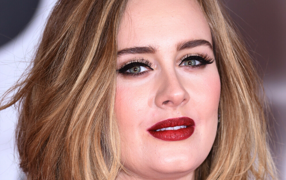 KRITISK: Under Grammy-utdelingen i 2017 snakket popstjernen Adele om sin far. Den gang sa hun at hun ikke elsket ham. Foto: David Fisher/ REX / NTB