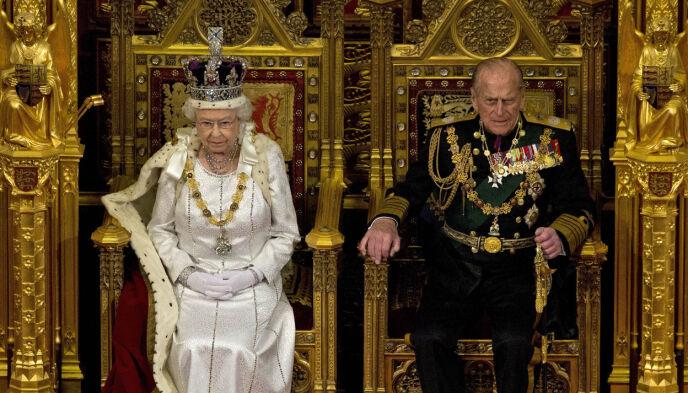 Entrambi: di solito, il trono del principe Phillips era posto accanto alla regina Elisabetta.  Ora, tuttavia, è stato rimosso.  Nella foto qui nel 2012. Foto: Alastair Grant / AP Photo / NTB