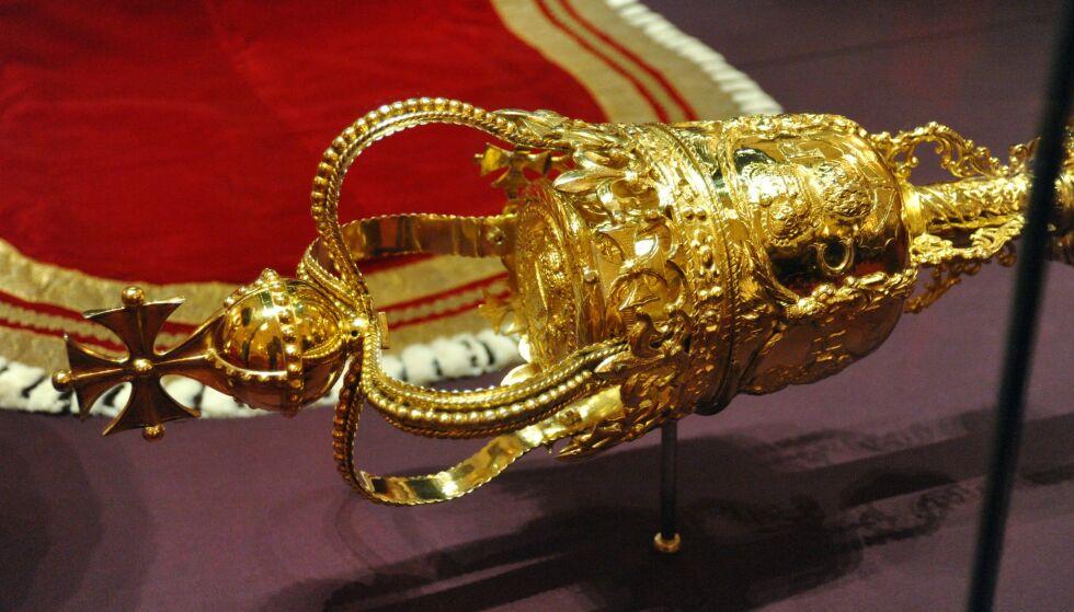 DETALJERT: Denne stammer trolig fra 1660, og skal være laget for kong Karl II av England. Foto Nils Jorgensen / REX / NTB
