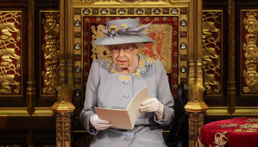 TRADISJON: Ved hver Parlamentsåpning holder Buckingham Palace et medlem «gissel». Her er dronningen avbildet tirsdag denne uken. Foto: Pa Photos/Chris Jackson/NTB