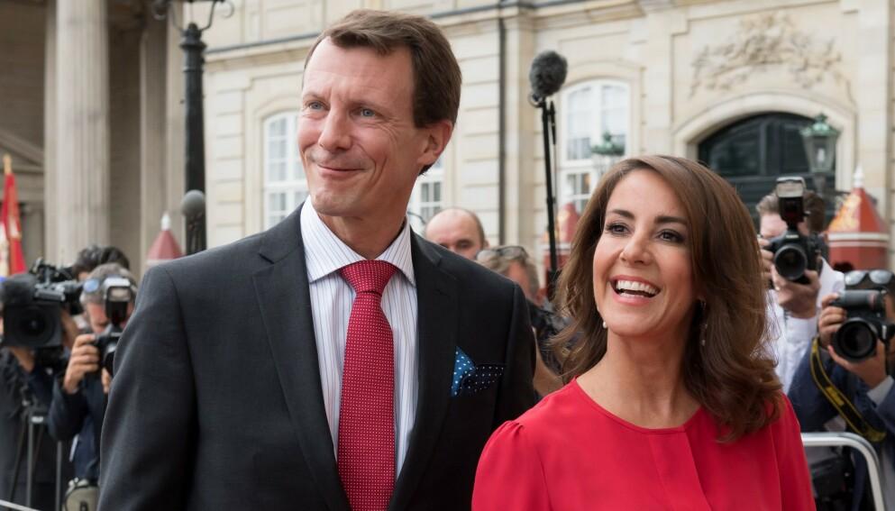 NUMMER TO: Prins Joachim åpner seg om det å stå i skyggen av storebroren, kronprins Frederik. Her er han avbildet sammen med kona prinsesse Marie i 2018. Foto: Jacques Witt / AFP / NTB