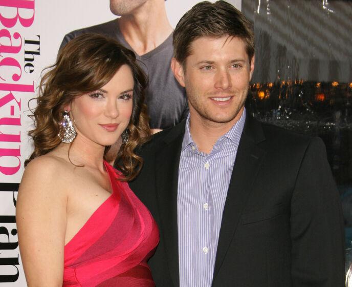 STJERNEPAR: Privat er Jensen gift med skuespiller Danneel Harris. Her sammen på premiere i Los Angeles i 2010. Foto: Matt Baron/BEI/REX/NTB