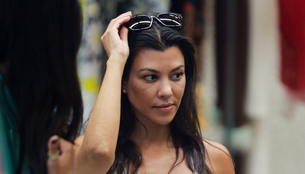 IRRITERENDE: Fansen gir uttrykk for at de mener forholdet til Kourtney Kardashian og Travis Barker er irriterende. Foto: Splash News / NTB