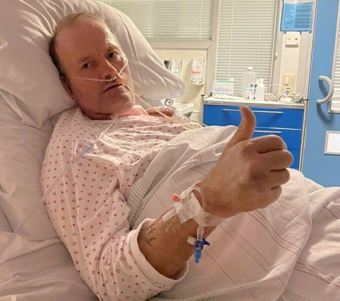 BLE ALVORLIG SYK: Terje Leer, her avbildet etter at han våknet opp etter 17 dager i respirator og kunstig koma. Foto: Privat