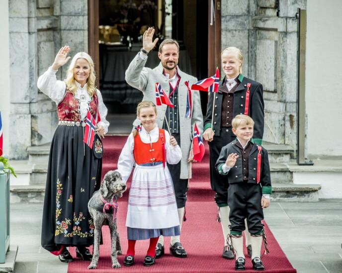 FIKK ASKERBUNAD: Prinsesse Ingrid Alexandra fikk Askerbunad da hun fylte fem år. Her på Skaugum i 2013. Foto: Stian Lysberg Solum / NTB