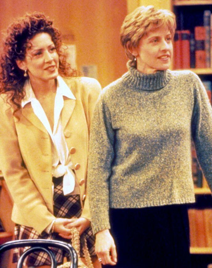 KRITIKK: Ellen fikk ikke ny jobb på tre år, og ble dypt deprimert. Her med Joely Fisher. Foto: Moviestore / REX / NTB