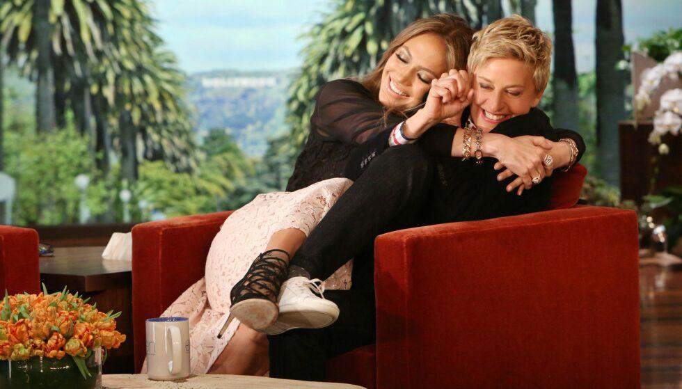 GODE VENNER: Ellen har blitt en verdensstjerne siden oppstarten av talkshowet. Her avbildet med Jennifer Lopez. Foto: Nbc-Tv/Kobal/REX/NTB