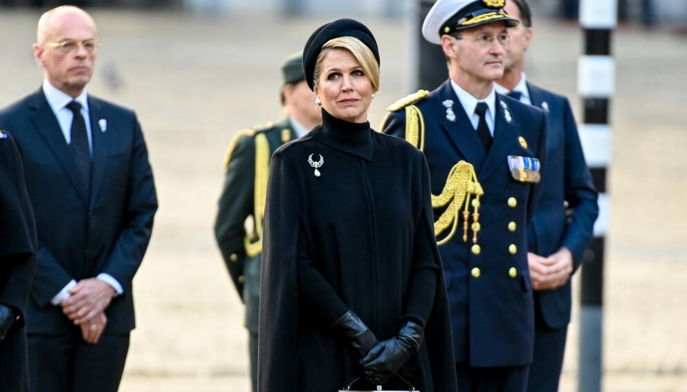 BERØRT: Nederlands dronning snakker ut om sorgen etter lillesøsterens tragiske bortgang for tre år siden. Her er hun under minnedagen for de falne under andre verdenskrig i november i fjor. Foto: Splash News / NTB