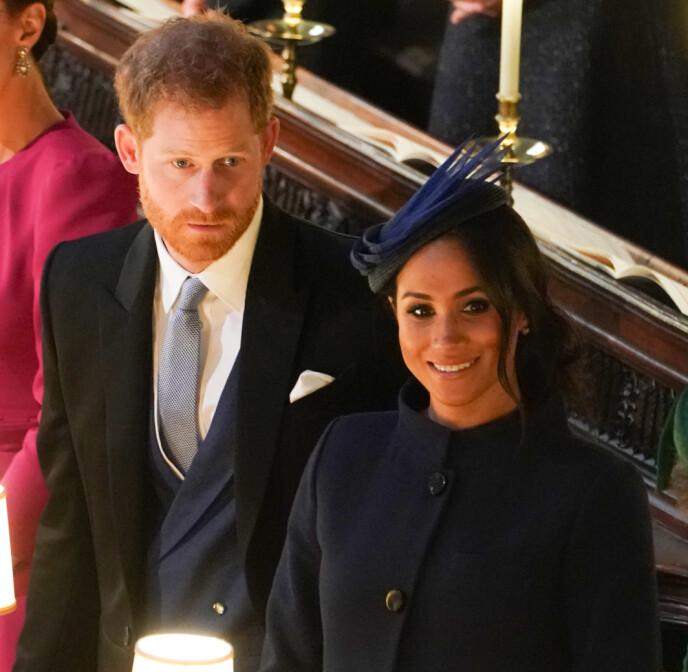 STJAL OPPMERKSOMHETEN?: Kilder nær kongefamilien hevder at prins Harry og hertuginne Meghan stjal oppmerksomheten fra Eugenies bryllup da de kunngjorde at de ventet sønnen Archie. Her er de avbildet under Eugenies store dag i 2018. Foto: REX / NTB