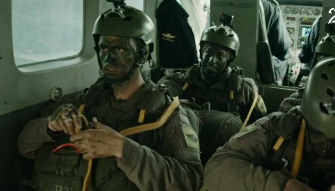 NERVØS: Håvard Tjora var, med god grunn, mildt sagt spent før han skulle hoppe i fallskjerm. Hoppet gikk nemlig ikke spesielt bra. Foto: TV 2