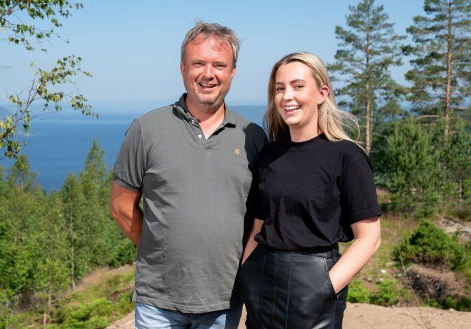 JOBBER PÅ: Far og datter understreker at begge legger ned hardt arbeid i «Sommerhytta»-prosjektet. Foto: Espen Solli/ Se og Hør