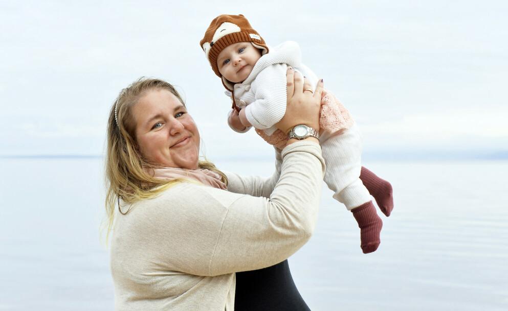 MAMMAS ØYESTEN: Ida Nilsson gikk ni måneder gravid uten å merke noe, før fødselen plutselig var i gang! Lille Stella ble varmt tatt imot, tross sjokket. Foto: Kai Rehn