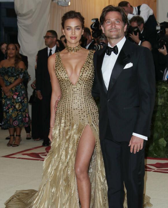 EKSER: Det er snart to år siden Irina Shayk og Bradley Cooper gikk hver til sitt. Her avbildet på Met-gallaen i 2018. Foto: Matt Baron / REX / NTB