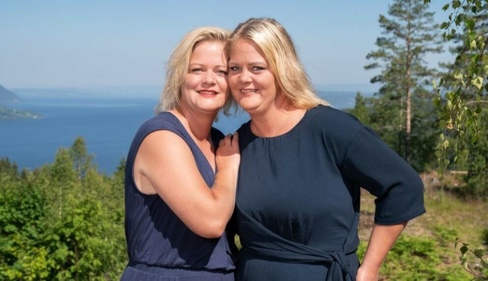 «SOMMERHYTTA»: Tvillingsøstrene Trine og Trude Rishaug Lium kjemper om å stikke av gårde med den selvlagde hytta i TV-konseptet «Sommerhytta» på TV 2. Søstrene har et svært nært forhold. Foto: TV 2