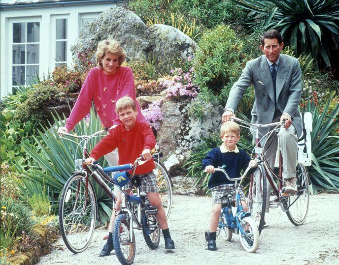 PÅ FERIE: I 1989 var hele familien på sykkeltur på Scillyøyene. Foto: REX / NTB