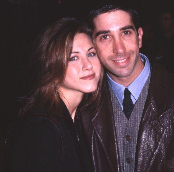 ROMANSE: Det oppsto romantiske følelser mellom Jennifer Aniston og David Schwimmer i den første sesongen. De ble imidlertid aldri et par. Foto: Bei / REX / NTB
