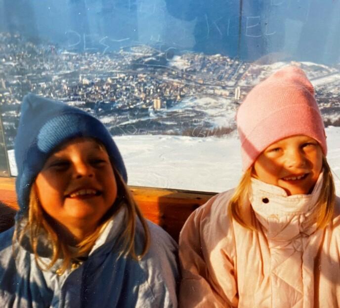 UT PÅ TUR: Trude og Trine på familieferie på 80-tallet. Foto: Privat