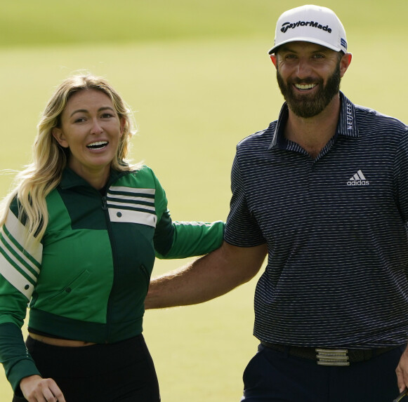 SAMMEN: Paulina Gretzky og Dustin Johnson sammen på golfbanen. Foto: AP