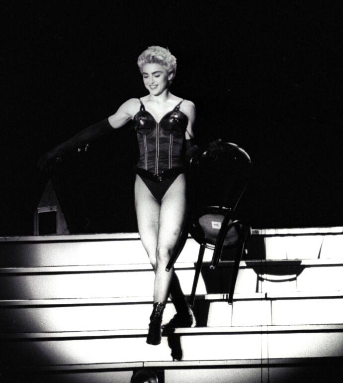 SKUGGREDD: Madonna er kjent for sine mange stiler opp gjennom årene. Her fra 1987, i Japan. Foto: REUTERS/NTB