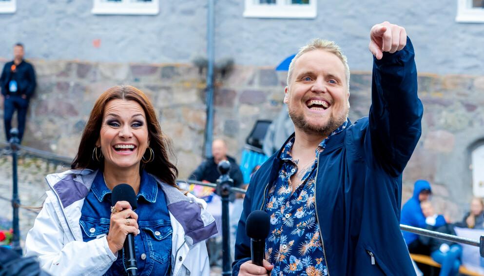 SOMMERFEST PÅ TV 2: I år er Katrine Moholt og Stian «Staysman» Thorbjørnsen tilbake som programledere i stjernespekkede «Allsang på grensen». Foto: Thomas Andersen / TV 2