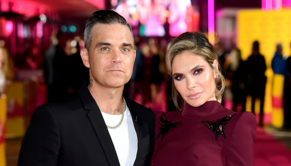NY FRISØR?: Slik ser vanligvis Robbie Williams ut. Men ikke etter at kona Ayda Field har fått lekt seg litt. Foto: Pa Photos/Ian West/NTB