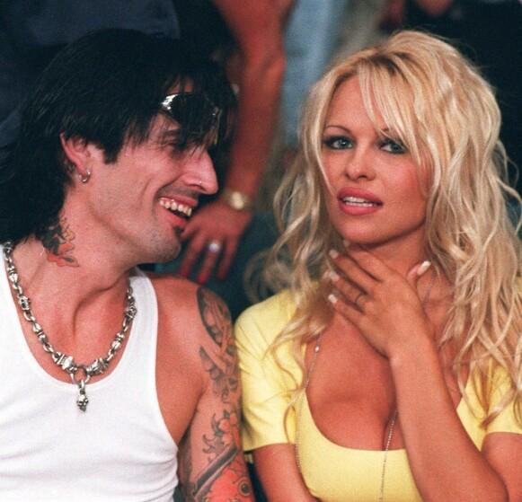 DEN GANG DA: Pamela Anderson og ektemannen Tommy Lee i 1995. Nå portretters de to i en ny tv-serie. Foto: NTB