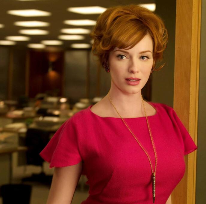 PÅ TV: Christina Hendricks i rollen som Joan Holloway i tv-suksessen «Mad Men». Foto: Moviestore/ REX/ NTB