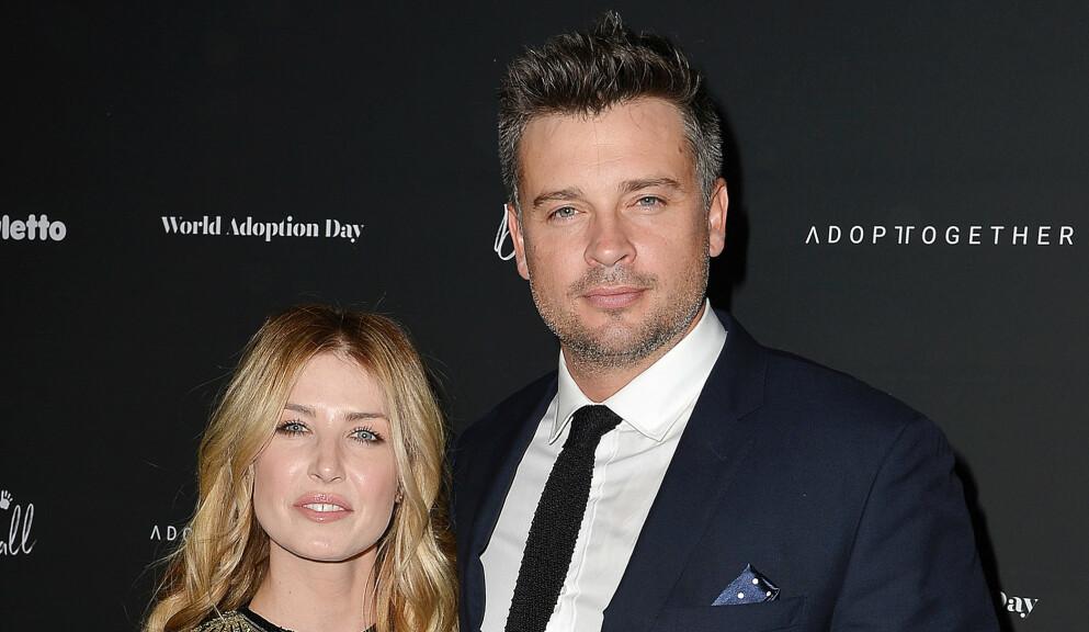 TOBARNSFORELDRE: «Smallville»-skuespilleren Tom Welling og kona Jessica Rose Lee har satt sitt andre barn til verden. Her er de avbildet i 2017. Foto: Broadimage / REX / NTB