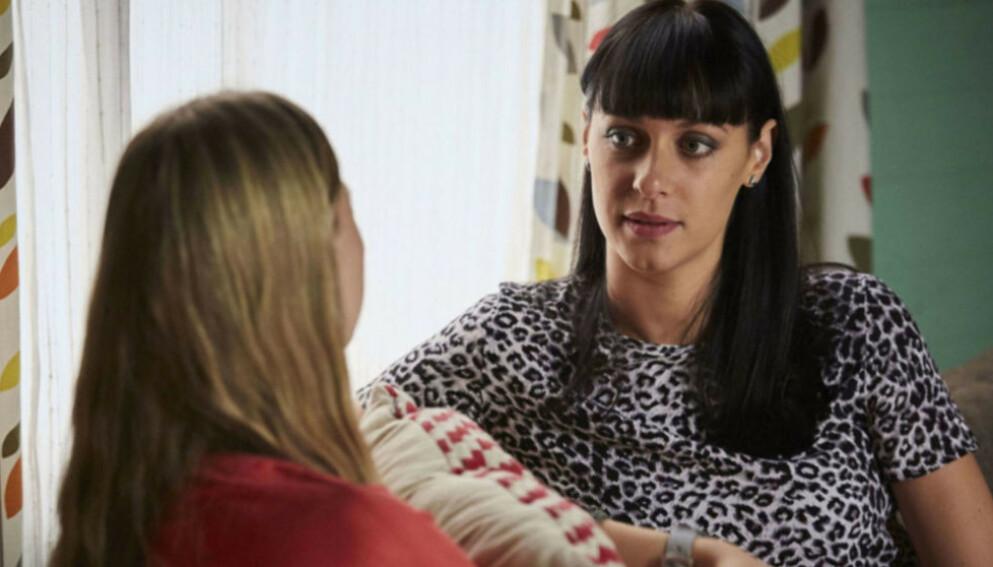 GIKK BORT: Skuespiller Jessica Falkholt (t.h.) mistet begge foreldrene sine og søsteren etter en fatal bilulykke. Den skyldige, som skal ha vært påvirket av tunge medisiner, mistet også livet. Foto: Channel 5